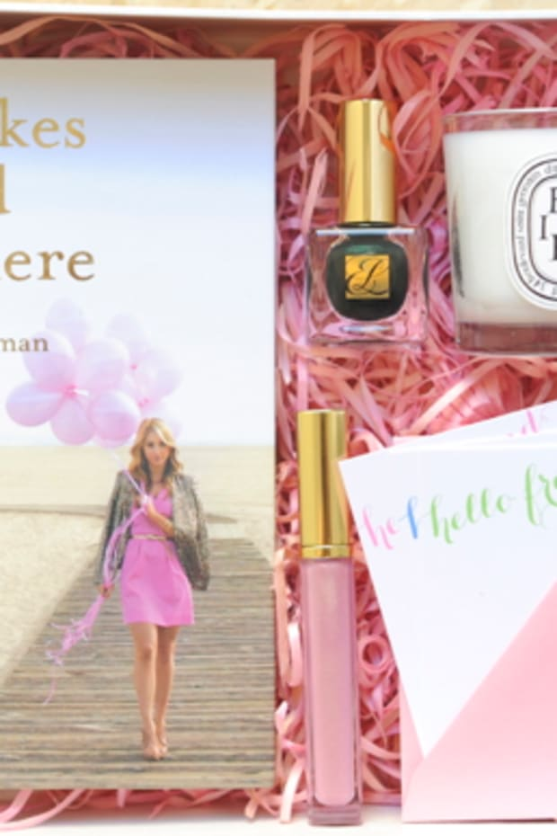 cupcakes-and-cashmere-giveaway-box
