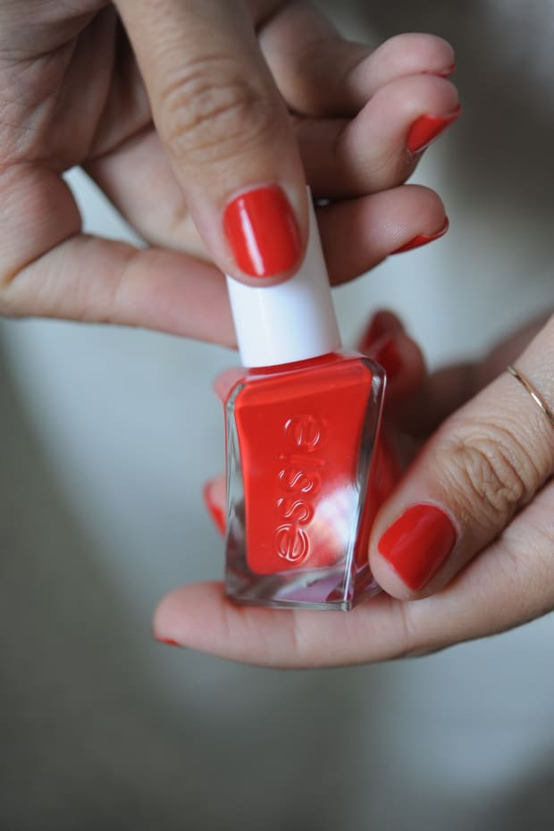 Essie Flashed - Cupcakes & Cashmere