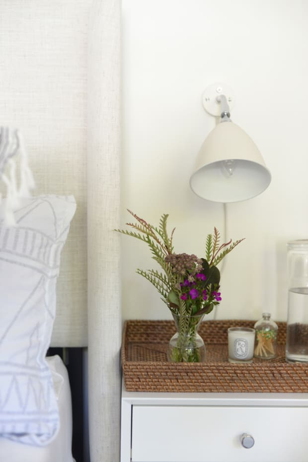 guest_bedroom_flowers_1024.jpg