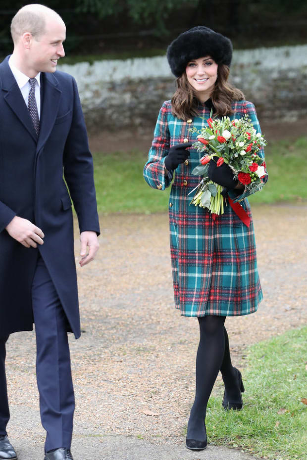 171225-kate-middleton-christmas-embed
