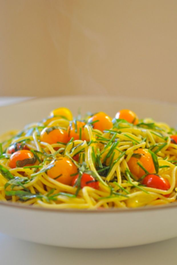 spaghetti-with-sweet-100-tomatoes