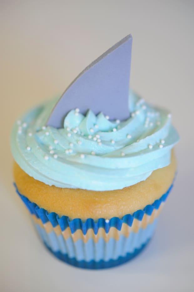 shark-cupcake