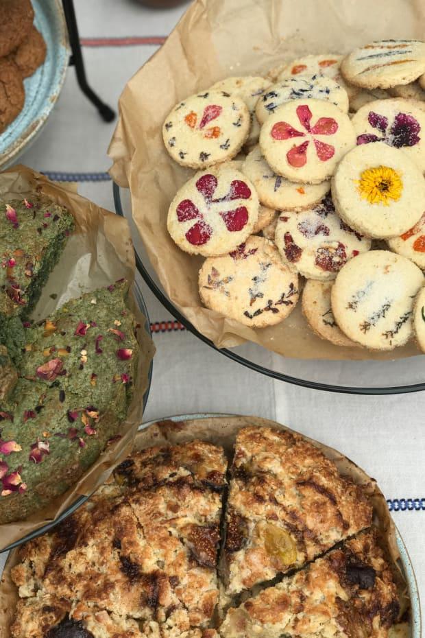pressed flower cookie