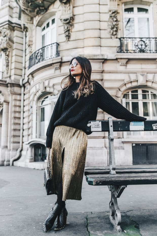 Metallic_Dress-Gold_Skirt-Pleated-Celine_Boots-Outfit-Paris-PFW-Street_Style-16.jpg