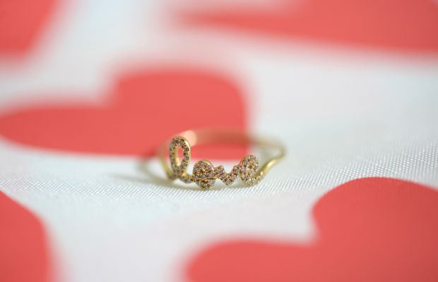 {Sydney Evan's 'love ring' c/o that makes a sweet and simple statement}