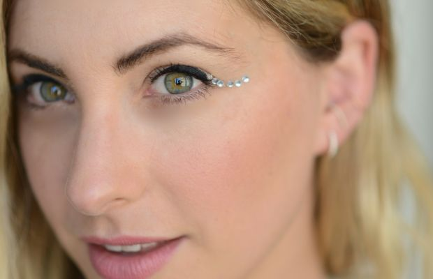 {A sparkly update to a classic look: the crystal cat-eye}