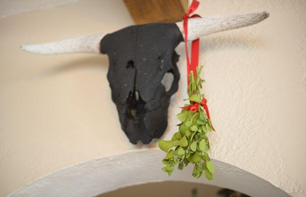{Holiday decor: hanging mistletoe}