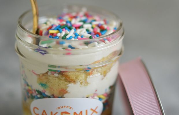 {Cake in a jar is the cutest idea ever}