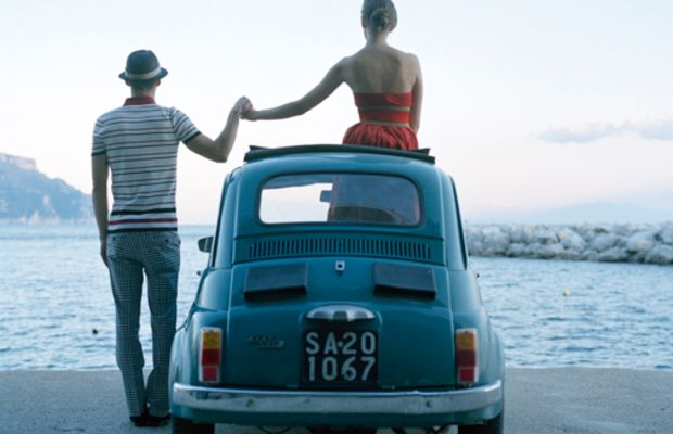 holding-hands-on-car