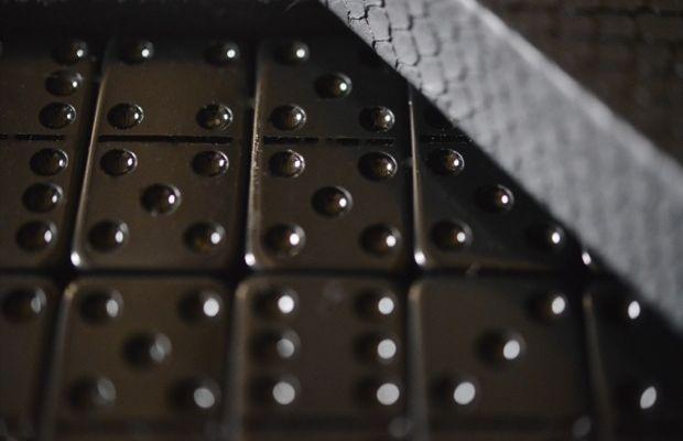 black-dominos