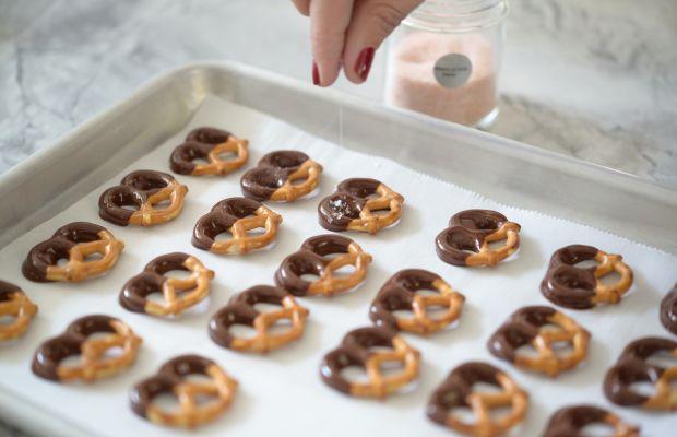 Chocolate Dipped Pretzels4.jpg