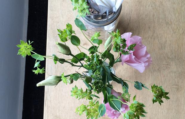 {Simple table flowers}