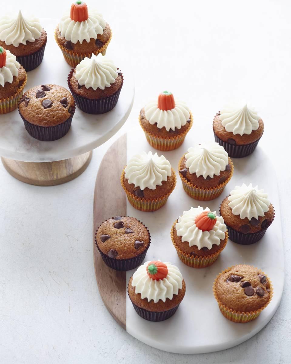 pumpkin chocolate chip cupcake detail