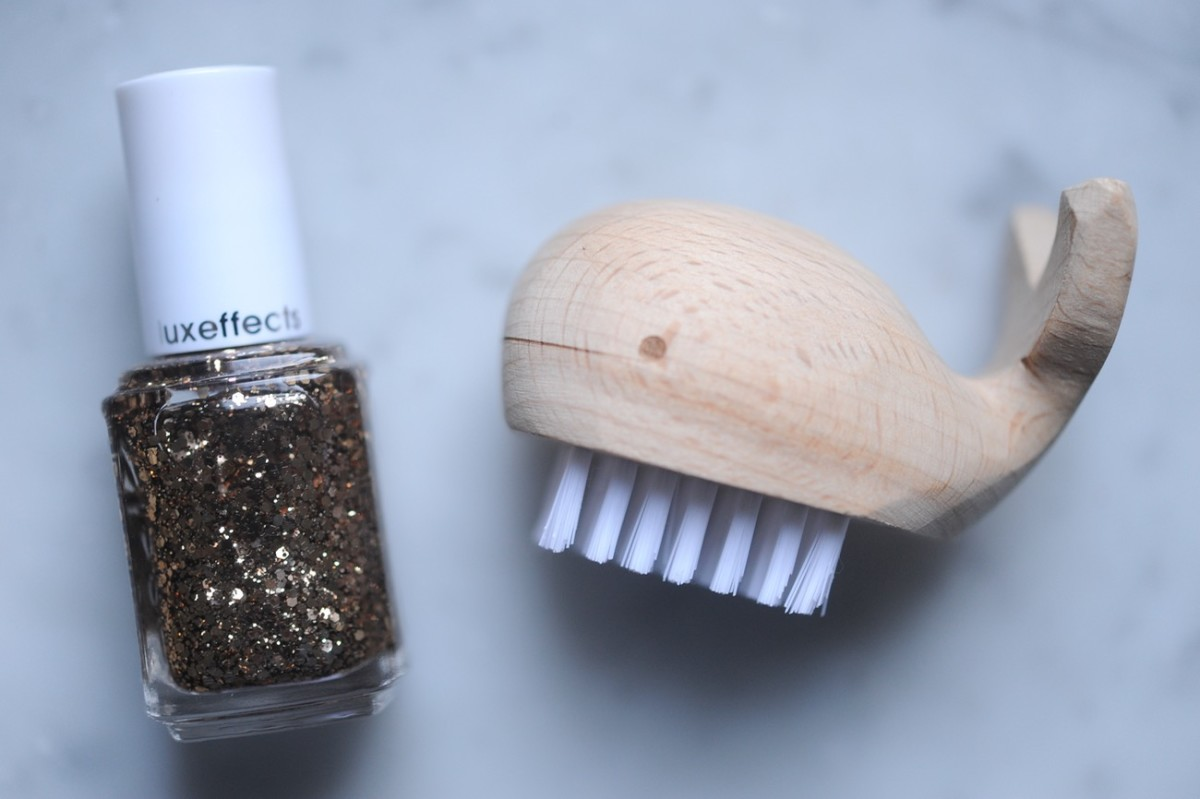 {The cutest 'nail whale' brush}