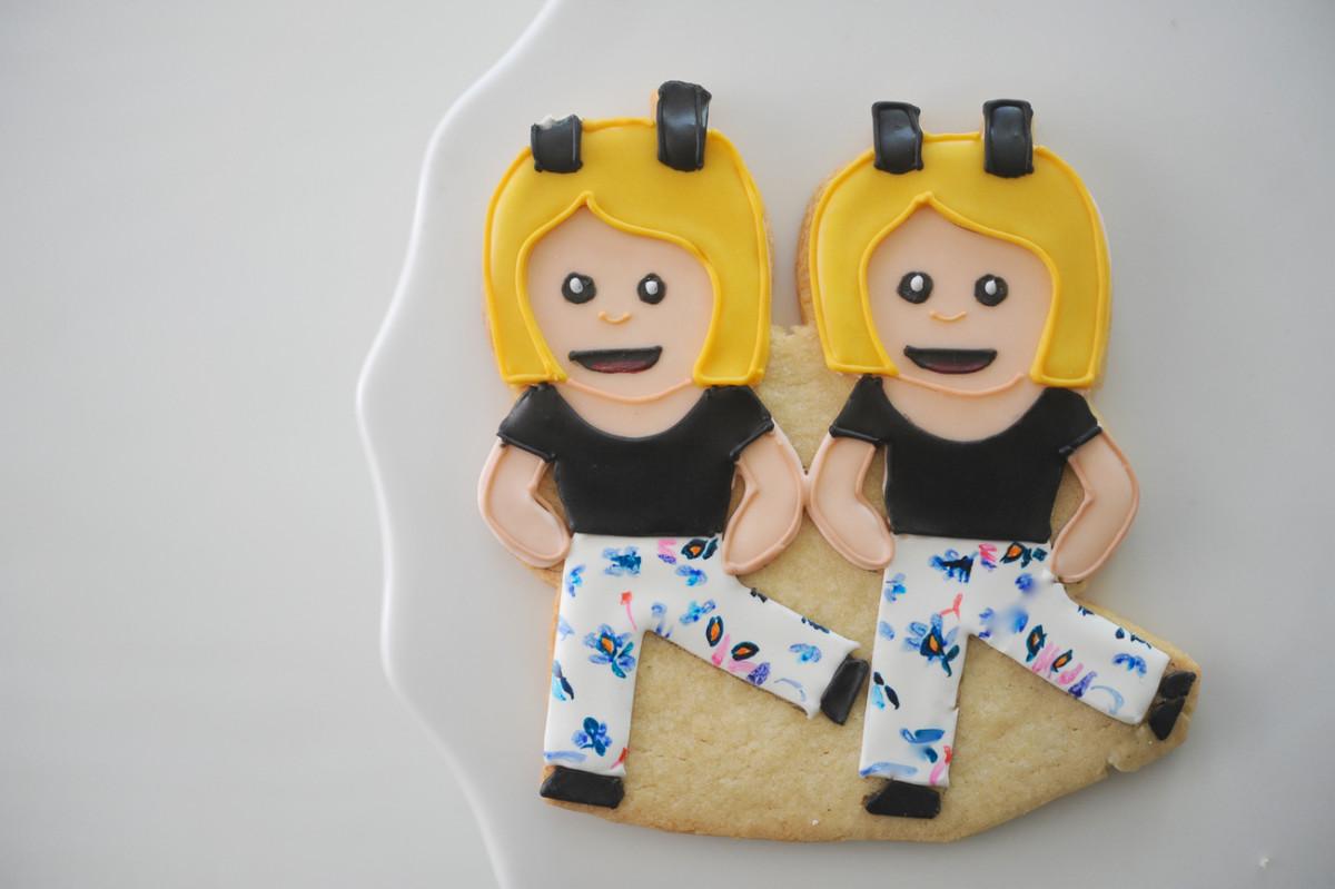 Emoji bestie cookies