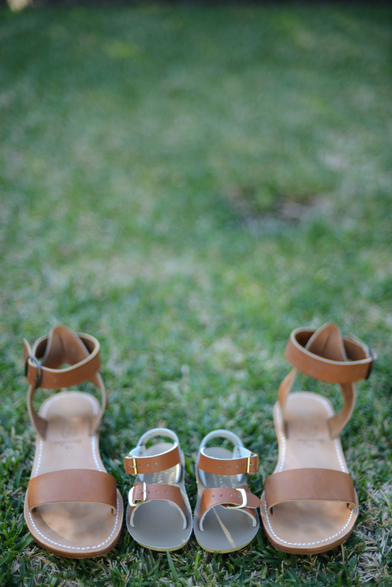 {Mama/baby sandals}