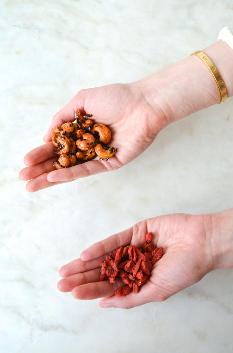 {Monday's treat: goji berries and roasted maple sesame cashews}