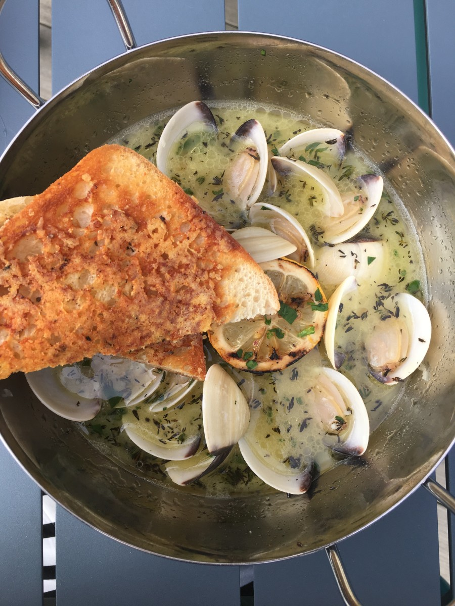 {Clams and garlic bread at the beach.}