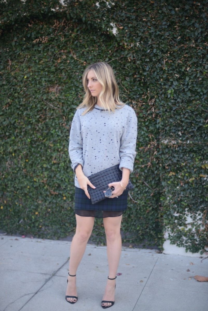 Ray-Ban Aviators, Robert Rodriguez Sweatshirt c/o, Zara Skirt and Shoes, Topshop Clutch