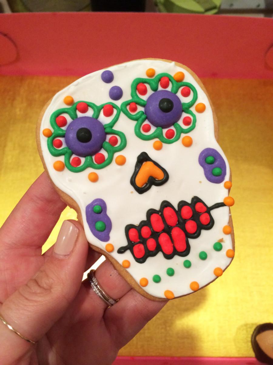 {Día De Los Muertos sugar cookie from here}
