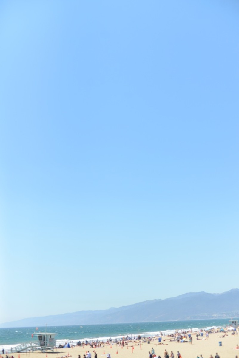 {Completely clear beach day in Santa Monica}