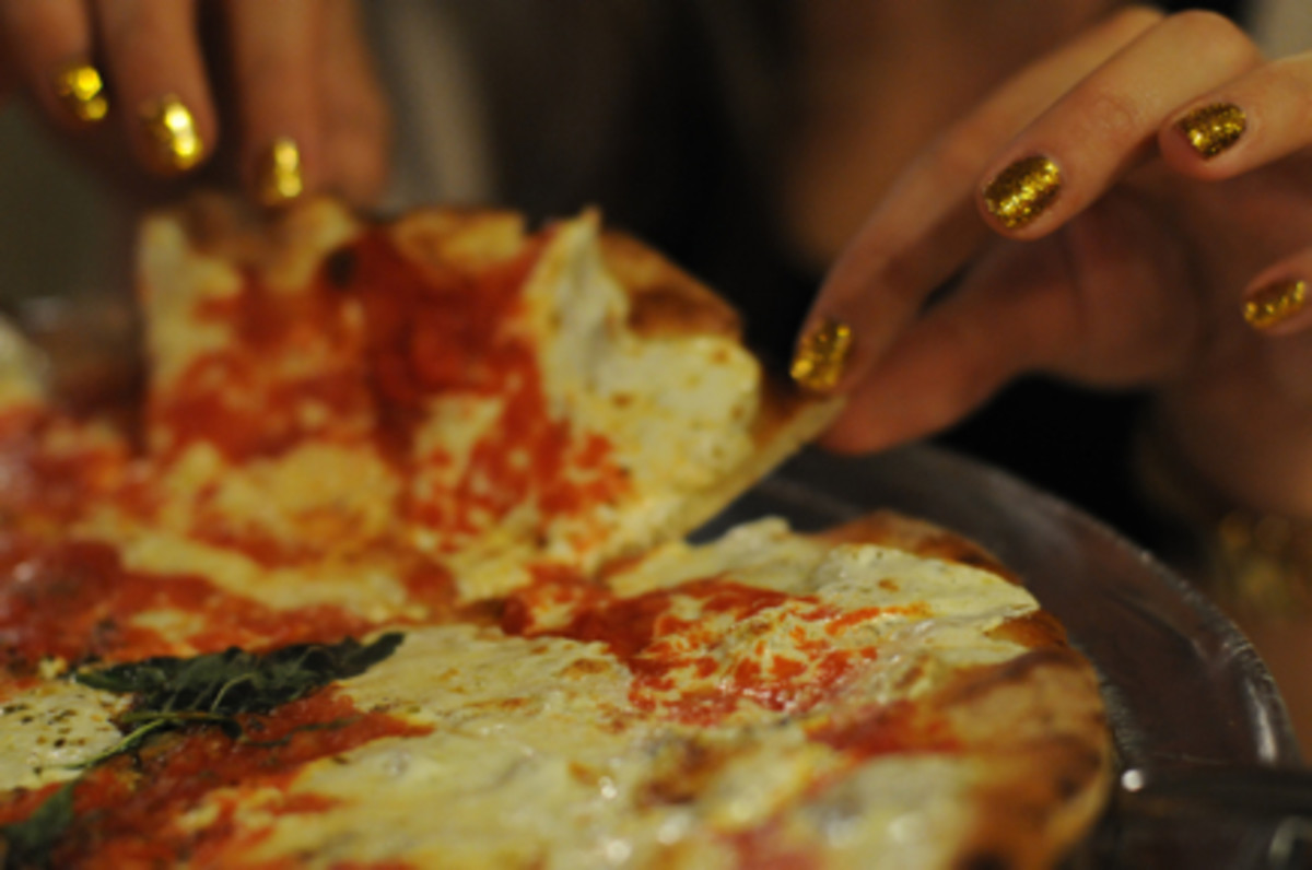 {The hour-long line was well worth the wait at Grimaldi's. It was easily the best pizza I've ever had.}
