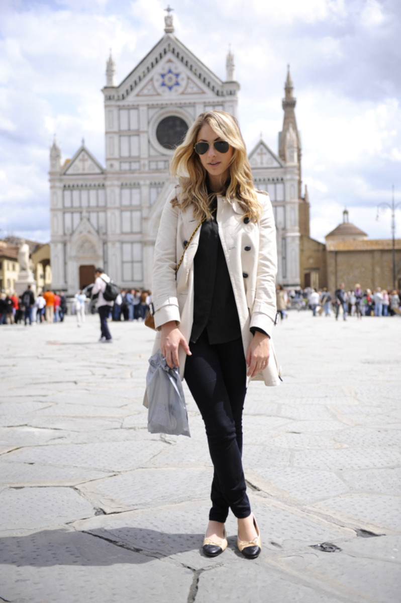 {Shopping + listening to live music in the Piazza Santa Croce}