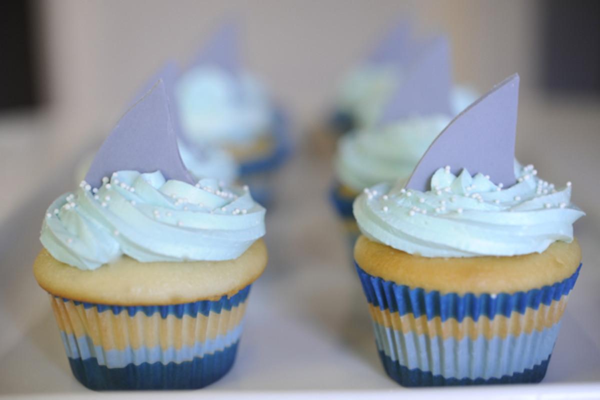shark-cupcakes