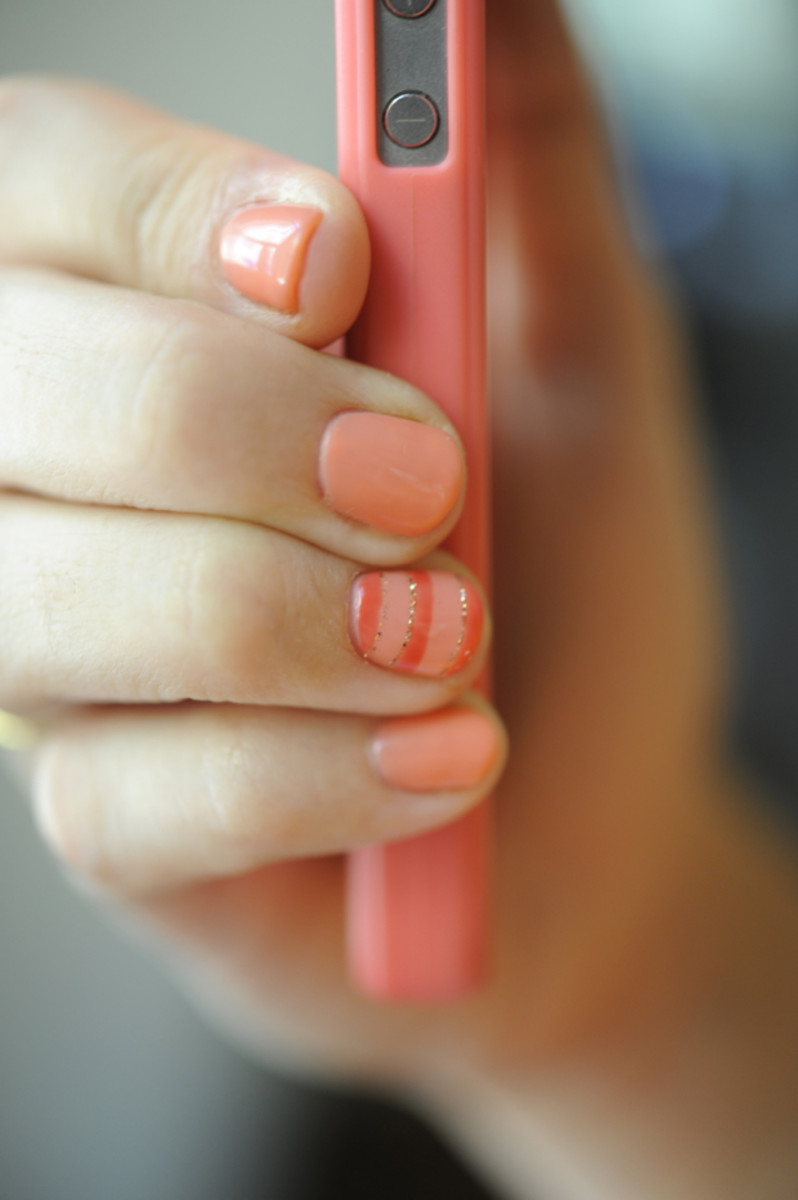 striped-glitter-nail