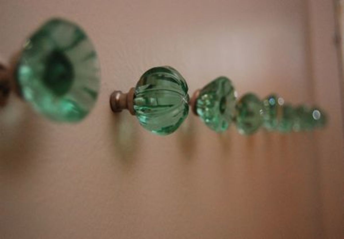 {On the opposite wall - green glass knobs from Anthropologie}