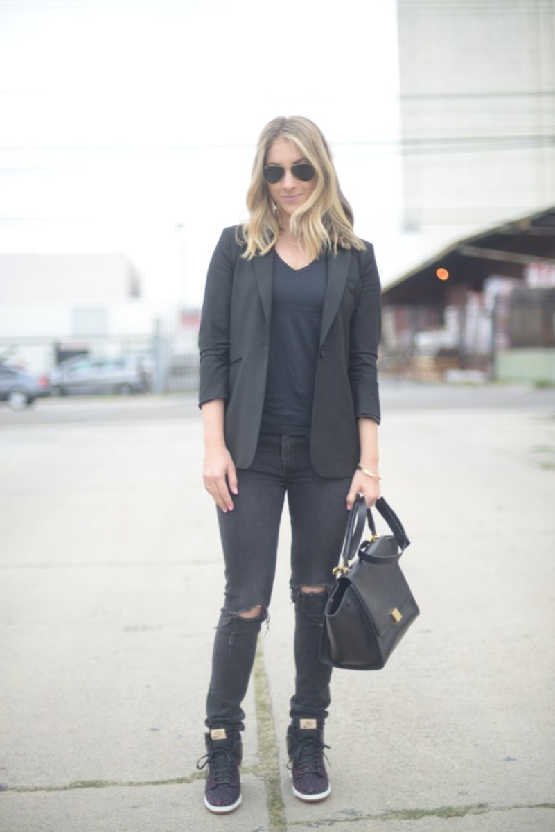 Ray-Ban Aviators, Elizabeth and James Blazer, Everlane Shirt, Rag & Bone Jeans, Celine Bag, Nike Shoes