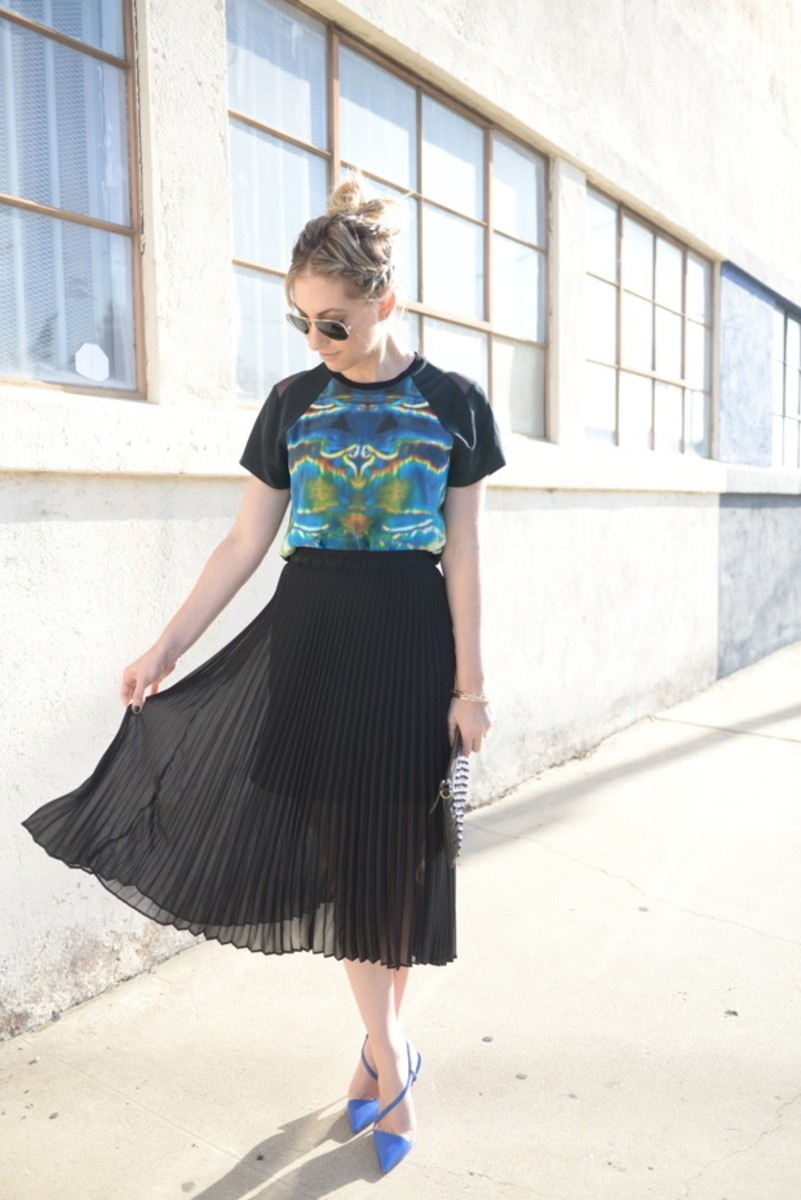Ray-Ban Aviators, Theyskens' Theory Top (last seen here), Club Monaco Skirt, Christian Louboutin Heels, Topshop Clutch