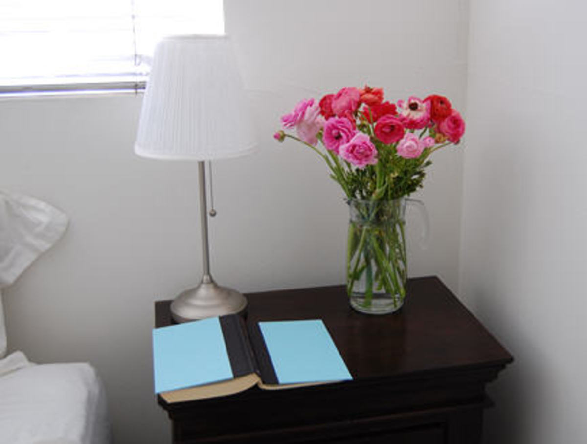 flowers-on-nightstand