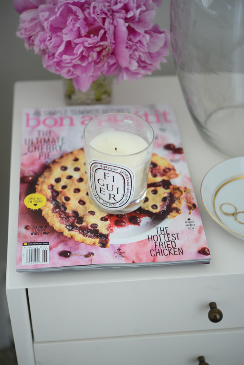 {Currently next to the bed: summer scents and baking inspiration}