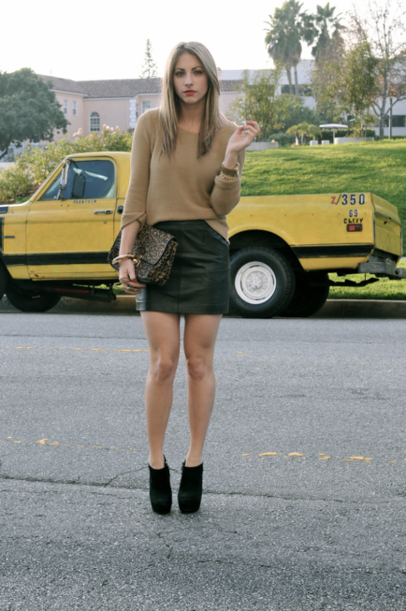 UO Sweater, Zara Skirt,Michael Kors Watch, Vintage Bracelet, Reiss Clutch, Steve Madden Booties