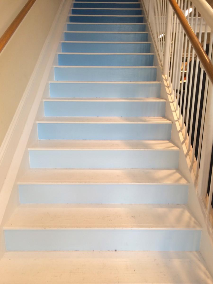 {Love a good ombré staircase}