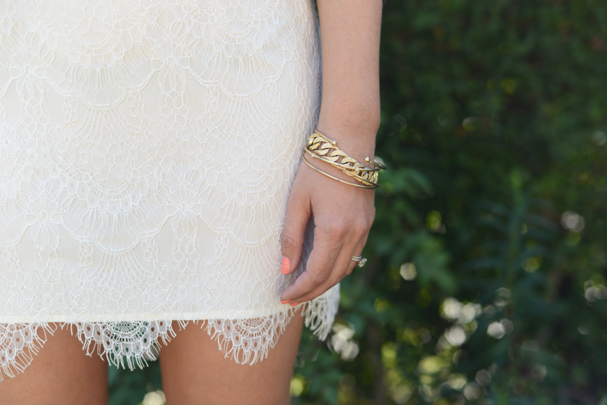 Lace skirt with scalloped edge.