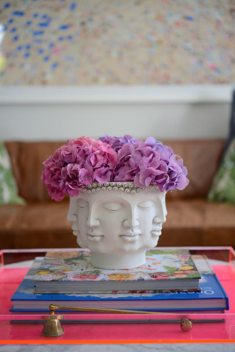 {Head vase + hydrangea in the living room}