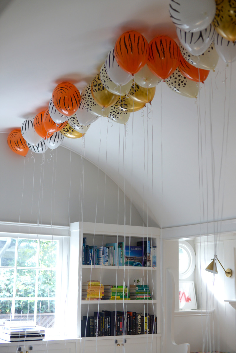 Jungle-inspired balloons