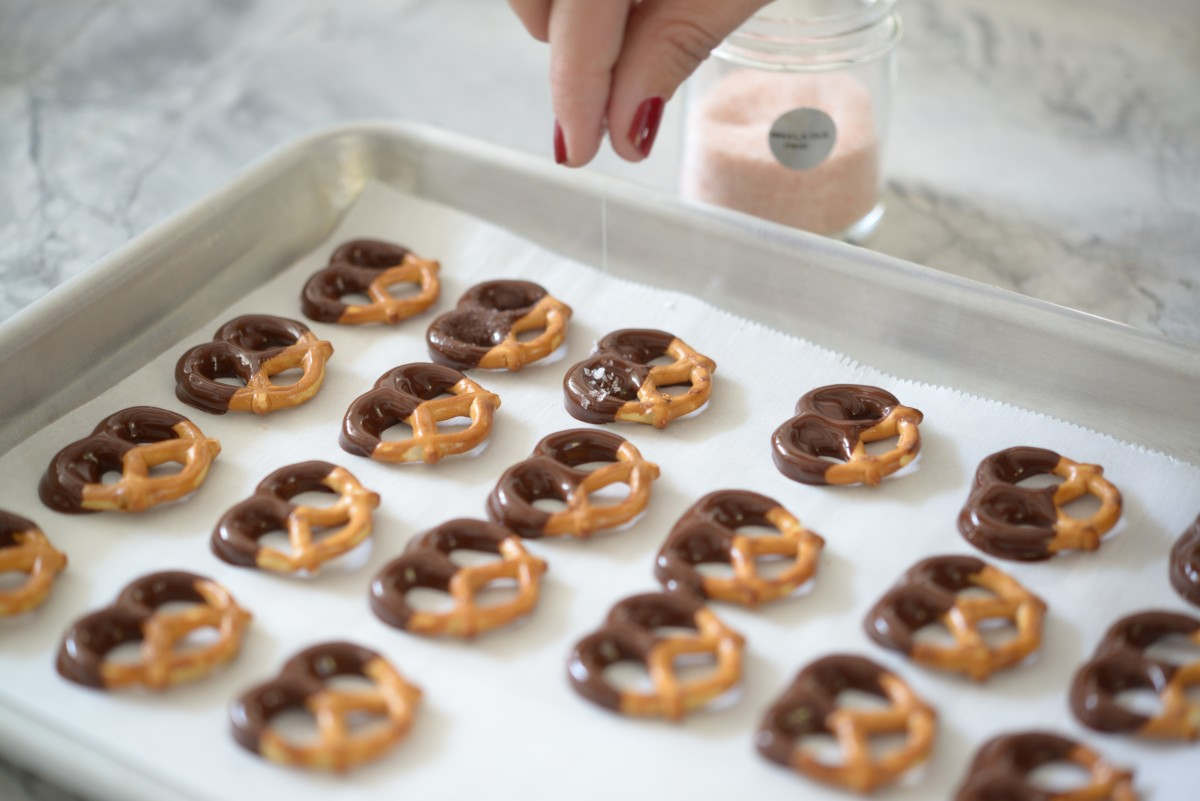 Chocolate Dipped Pretzels4.jpg