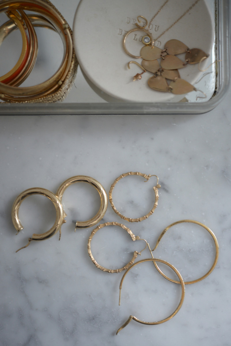 {Really feeling gold hoops right now}