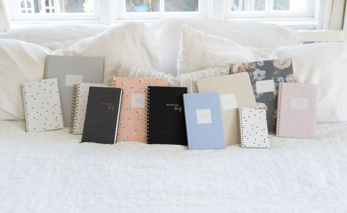 From Left to Right: Dalmation Dot, Solid Gray, Poppy, Black Fabric, Ditsy Floral, Spiral-Bound Black Leather (In-Store Only), Light Blue Fabric, Natural Fabric (In-Store Only), Dalmation Dot, Midnight Musk, Ditsy Daisy