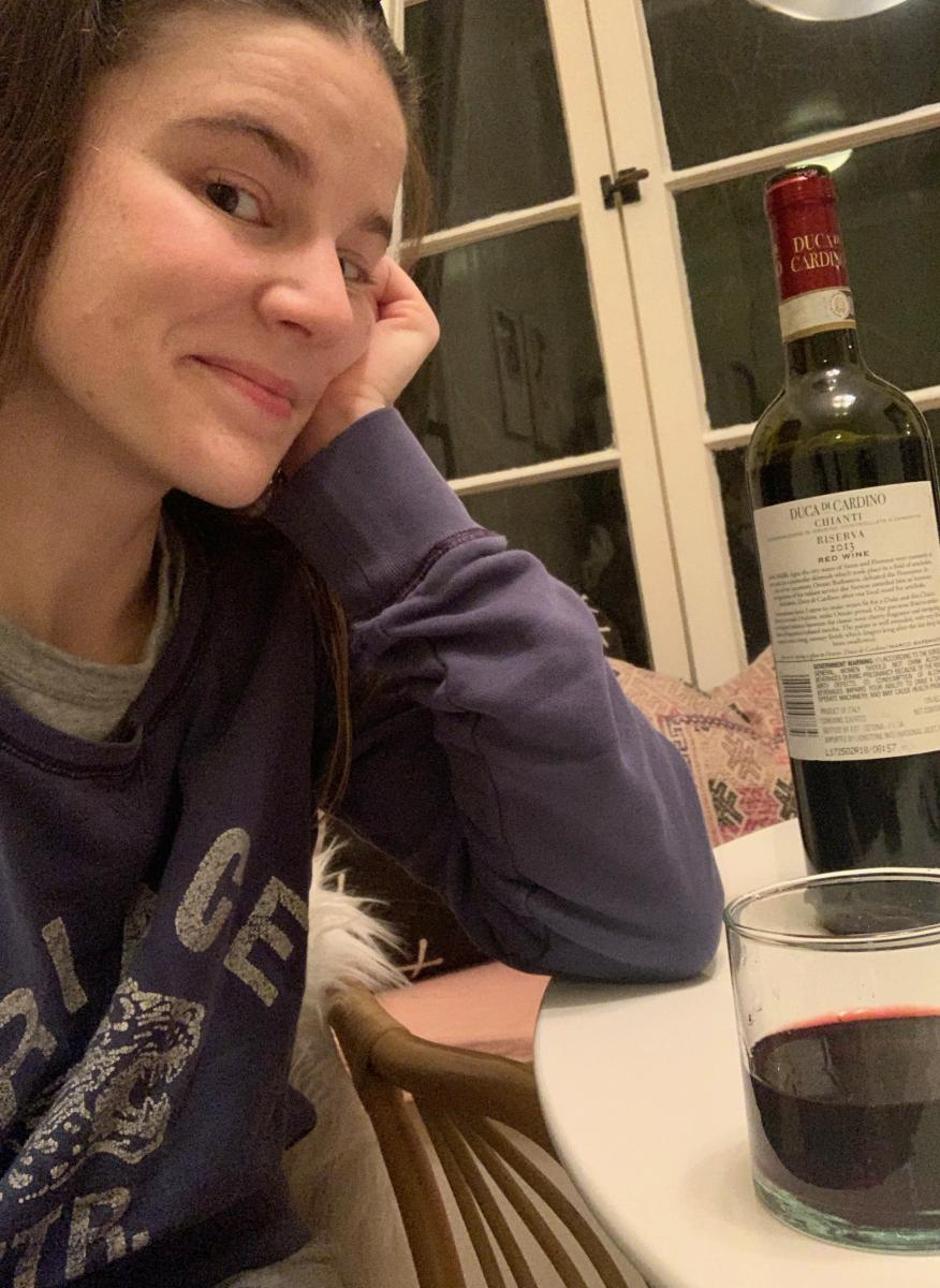 Regardez-moi en pyjama en train de boire quelque chose qui n'est pas Charles Shaw (!)