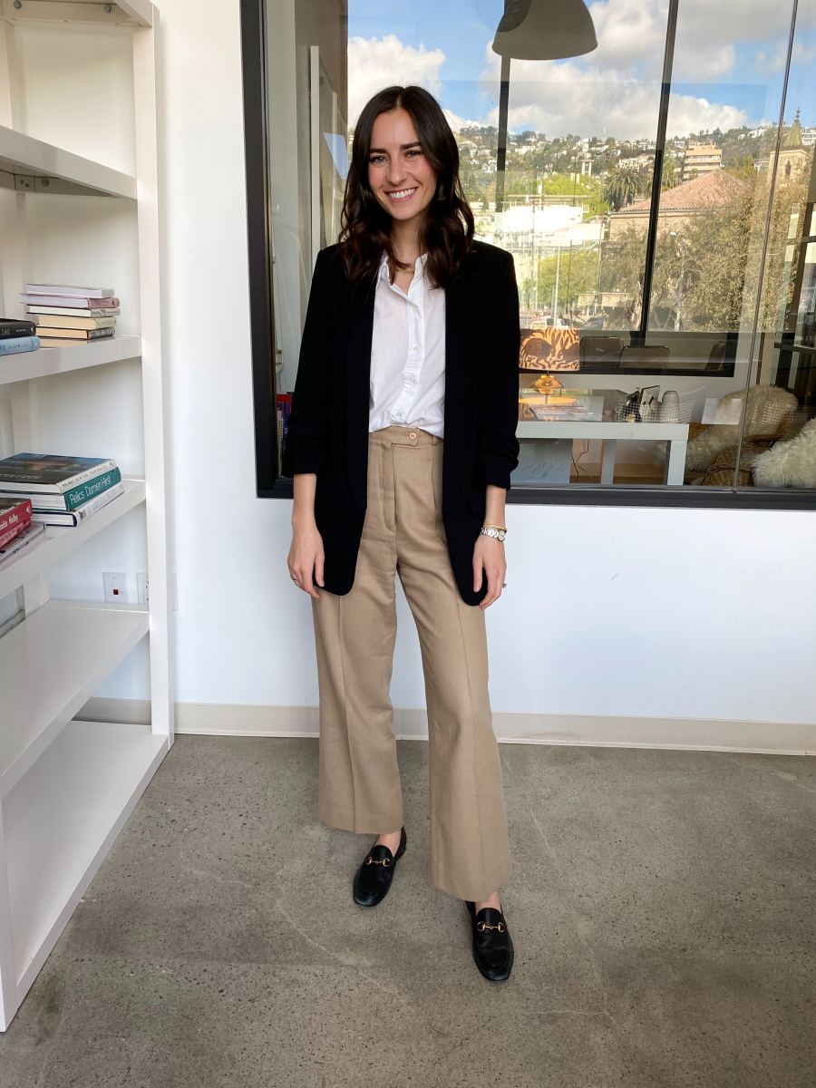 Zara Blazer, James Perse Oxford (similaire ici), Vintage Pants (similaire ici), Gucci Slides (version abordable ici)