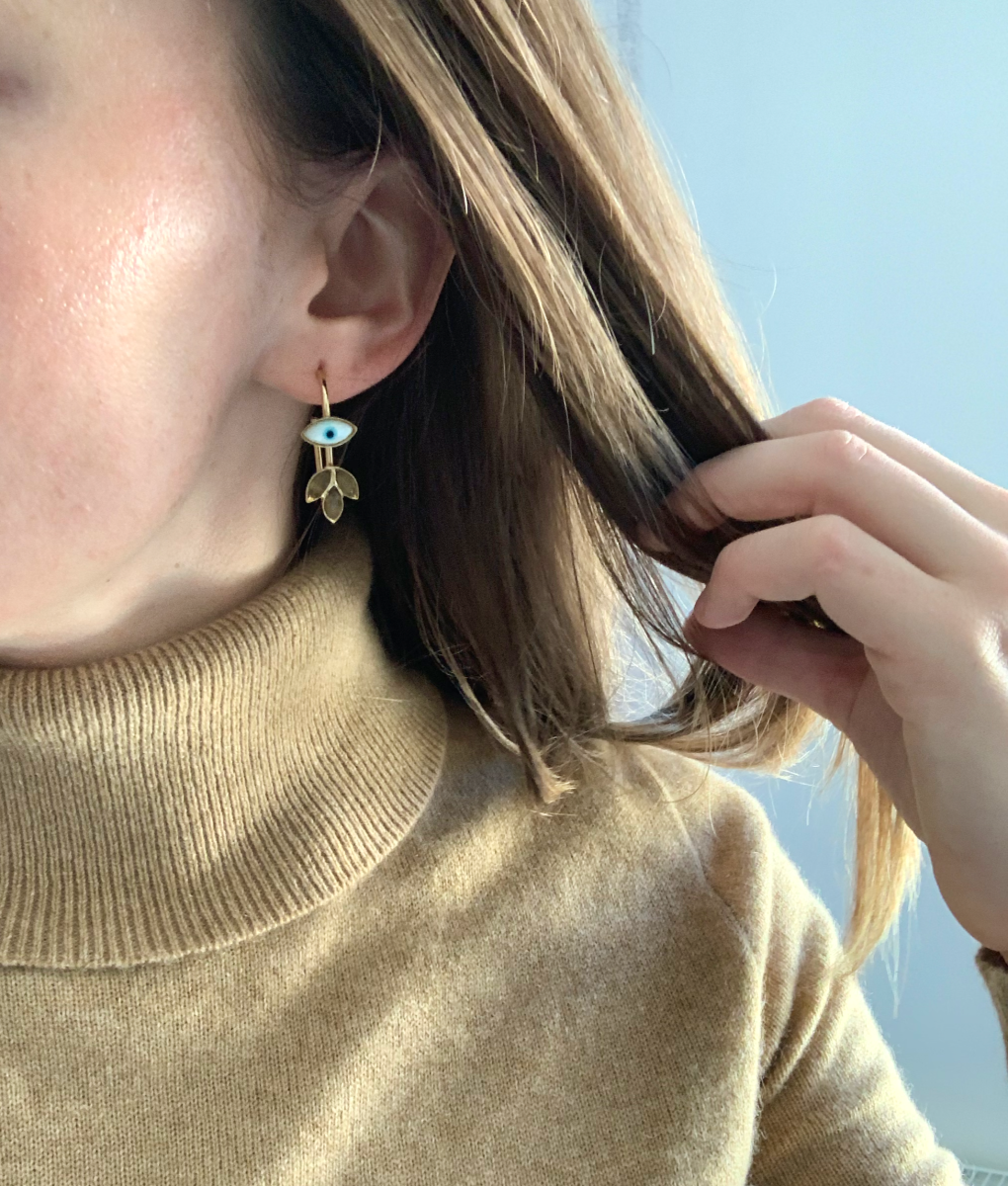 I purchased these earrings from my favorite jewelry store, Medecine Douce, as a souvenir to remember the trip by! The highlighter on my cheek is also a favorite: Champagne Rose Luminizer from RMS
