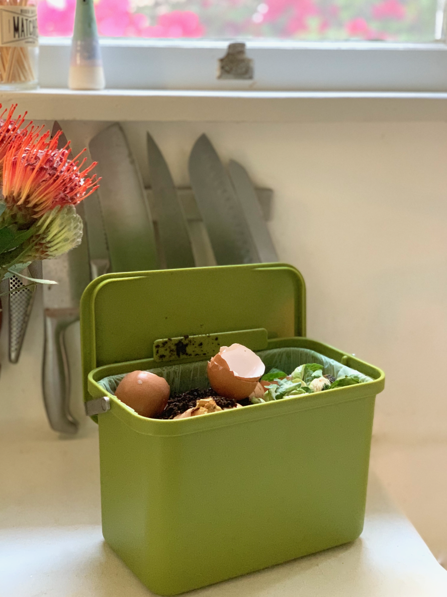 Compost bin from this 'smart trash can' that helps reduce waste