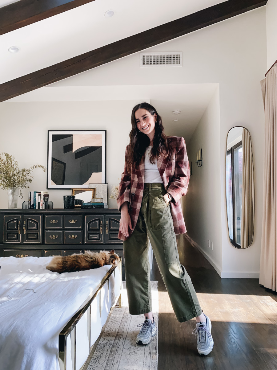 Mimi insisted on joining the photoshoot, but was too lazy to peel herself off the bed. Vintage blazer (similar here), Vince ribbed tank top (similar here), AGOLDE Utility Pants (on sale!), Nike sneakers (similar here)